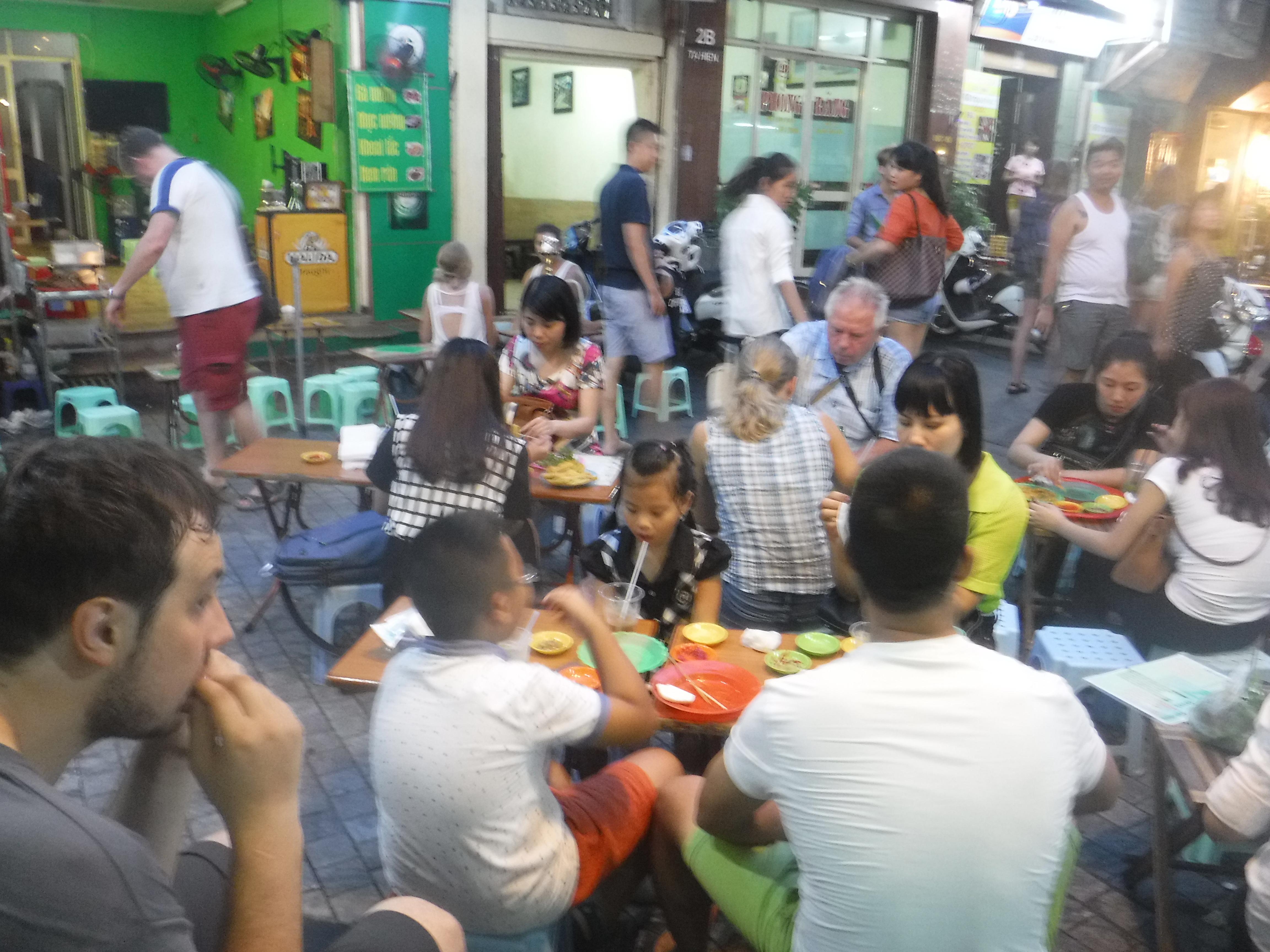 Hanojská Stodolní a naše první pouliční jídlo