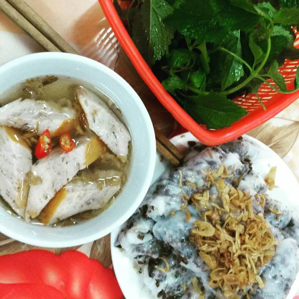 Moje první snídaně v rodném městě - bánh cuốn (slané palačinky s mletým vepřovým masem, houbami a sojovým salámem)